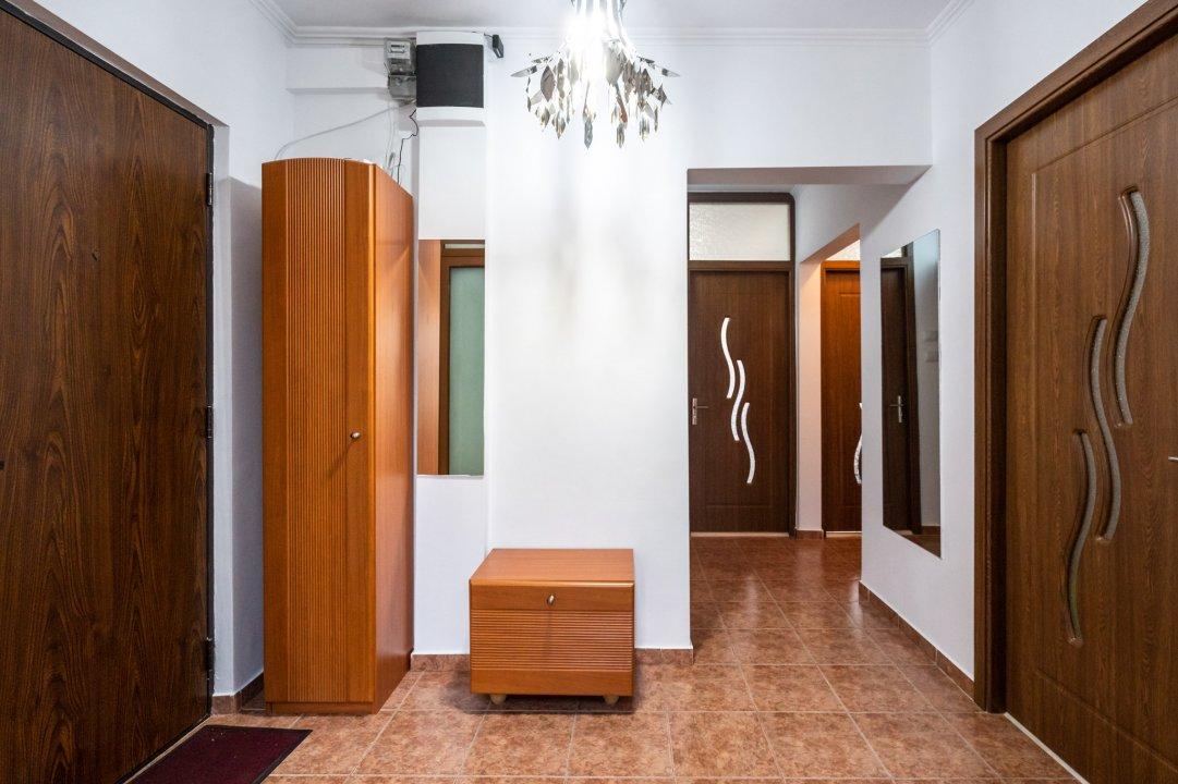 Opreste-te. Iti promit, merita sa studiezi acest apartament 3 camere Rahova