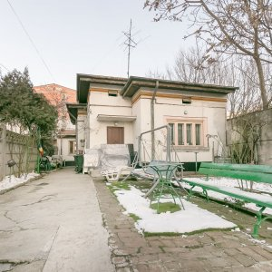Piata Alba Iulia Decebal Popa Nan Casa Interbelica singur curte
