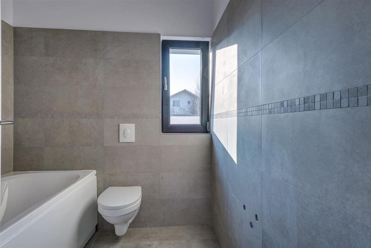 Prelungirea Ghencea- Alunului, Apartament  in vila, gradina 150mp ! Comision 0 %
