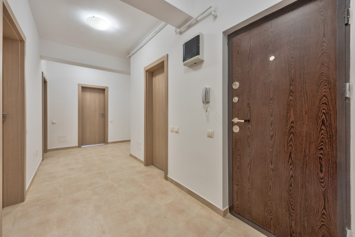 Prelungirea Ghencea, Latin, Apartament 100mp, parter stradal