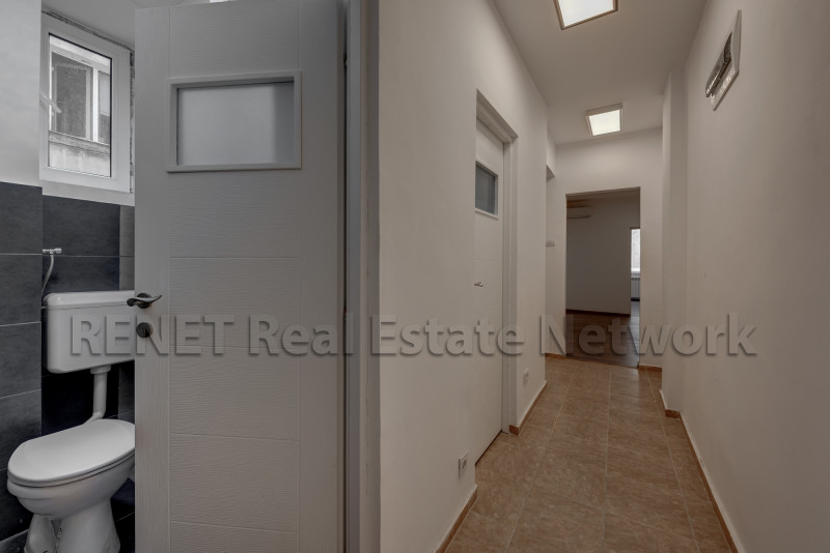 Apartament generos, 100mp, locuinta sau birou, langa Hotel Lido!