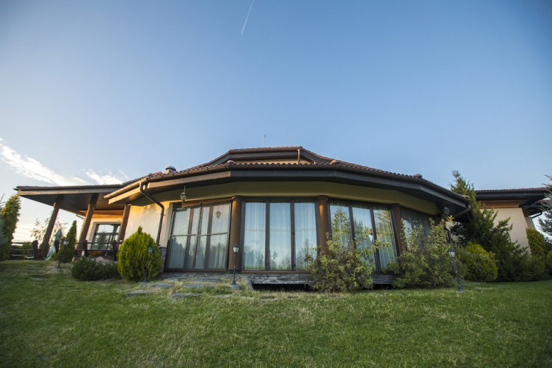 Gradina ta Botanica - Trei Vile,o singura proprietate,14.800 mp teren!