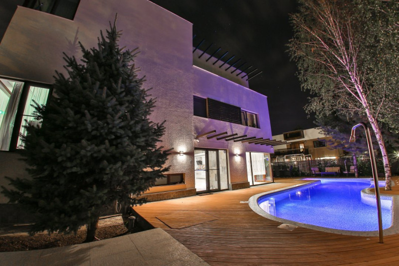 Vila cu piscina - Pipera scoala americana