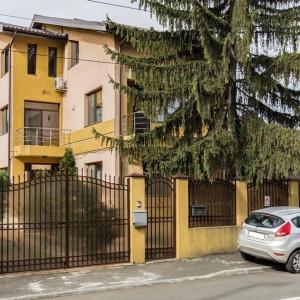 Casa / Vila cu 7 camere Damaroaia
